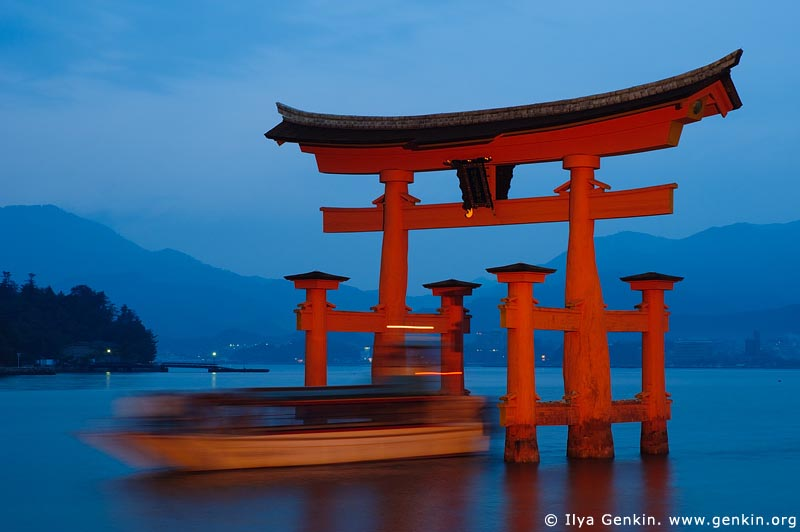 japan stock photography | A Boat Going Through O-Torii (Grand Gate), Itsukushima Shrine, Miyajima, Honshu, Japan, Image ID JPMI0003