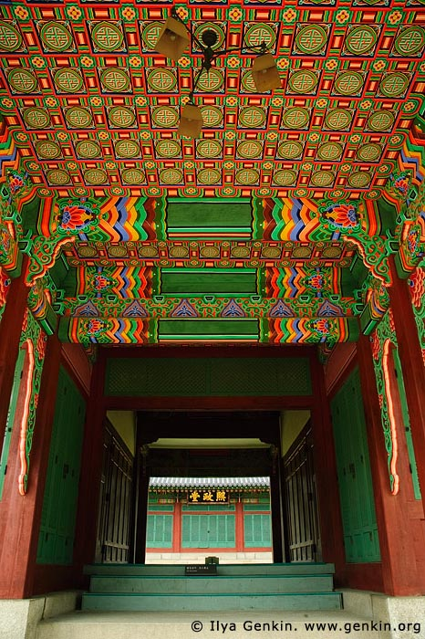 korea stock photography | One of the Entrances to Huijeondang Hall at Changdeokgung Palace in Seoul, South Korea, Jongno-gu, Seoul, South Korea, Image ID KR-SEOUL-CHANGDEOKGUNG-0010