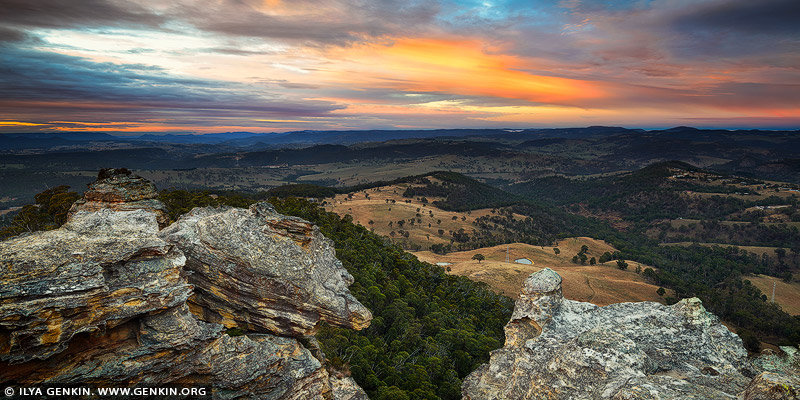 landscapes stock photography | Hassans Walls at Sunrise, Lithgow, Blue Mountains, New South Wales (NSW), Australia, Image ID AU-HASSANS-WALLS-0001