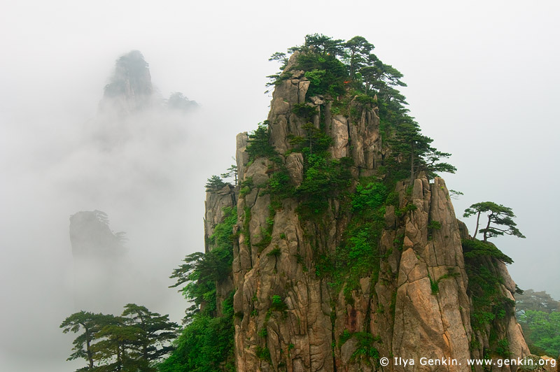 View from Beginning to Believe Lookout, Baiyun Scenic Area, Huangshan (Yellow Mountains), China