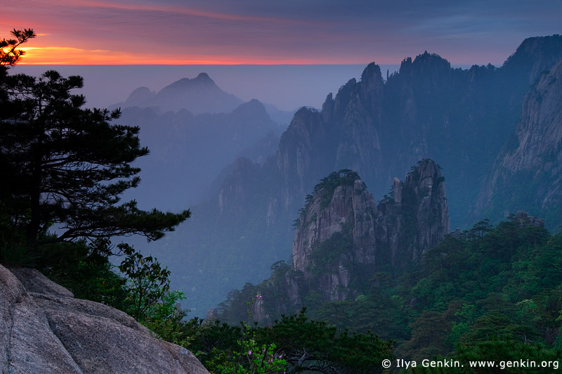 Sunrise from Stone Monkey Gazing Over a Sea of Clouds Lookout, Baiyun Scenic Area, Huangshan (Yellow Mountains), China