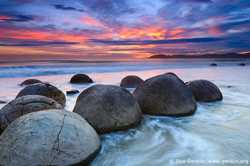 landscapes stock photography | Moeraki Boulders at Sunrise, Otago, South Island, New Zealand, Image ID NZ-MOERAKI-BOULDERS-0006