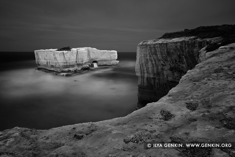 landscapes stock photography | The Bakers Oven in Black and White, The Twelve Apostles, Great Ocean Road, Port Campbell National Park, Victoria, Australia, Image ID APOST-0027
